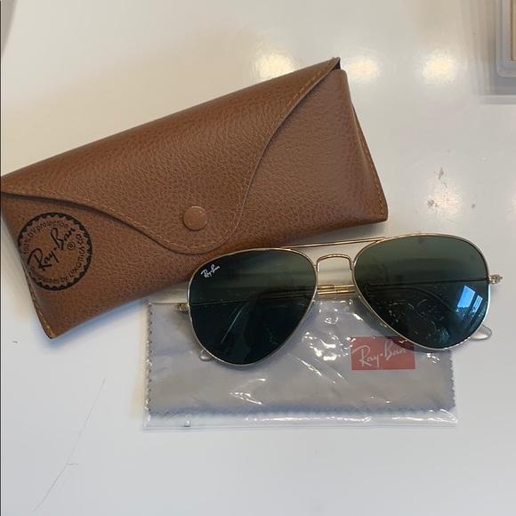 ray ban aviator sunglasses gold frame black lenses